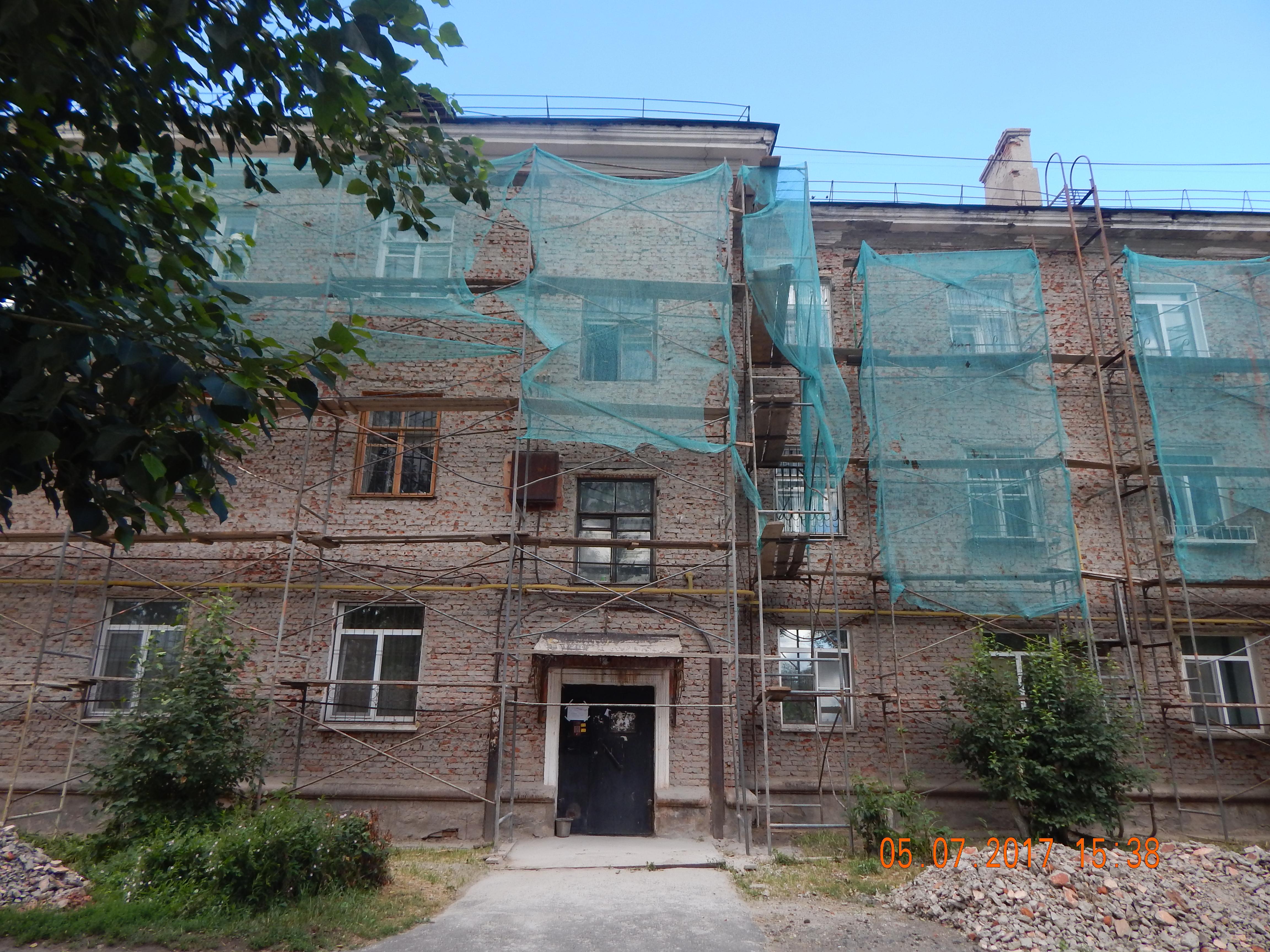 Покраска фасада дома под шубой